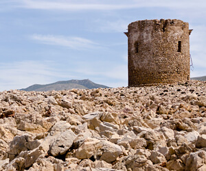 Sardinie-wachttoren-zeilen-Italië